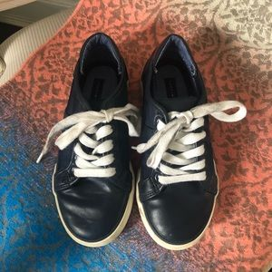 Tommy Hilfiger low top leather sneakers, size 12